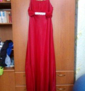 Платье  очень красиво смотриться