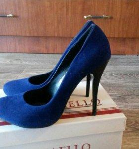 Продаю замшевые женские туфли