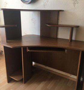Компьютерный стол в идеальном состоянии