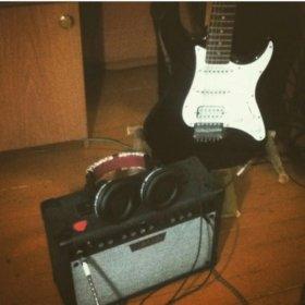 Гитара и комбоусилитель
