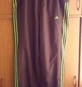 Штаны спортивные Adidas.