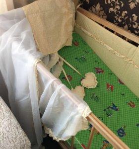 Кровать, матрасик пружинный,барьеры, балдохин.