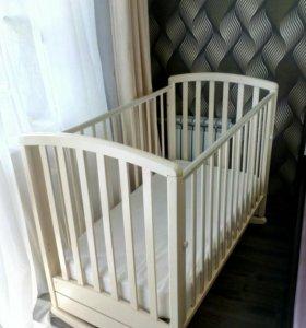 Детская кроватка,матрас,наматрасник