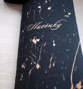 Блокнот ручной работы с надписью.
