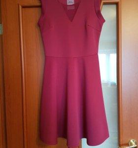 Платье из неопрена размер S.