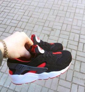 Nike Air Huarache Black/Red