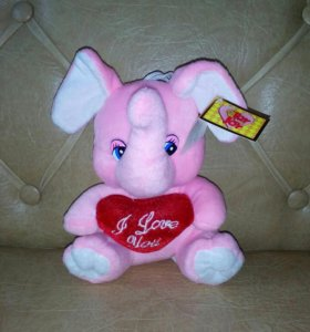 Слоненок с сердечком