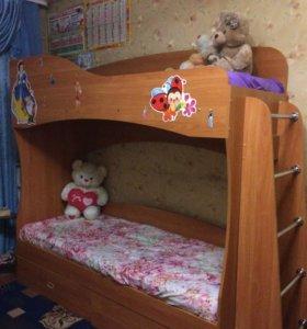 Двух'ярусная кровать