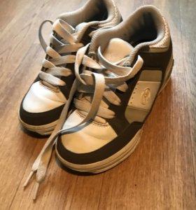 Роликовые кроссовки Heelys размер 33