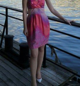 Розовое летнее платье Spotlight by Warehouse
