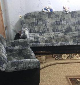 Мягкая мебель: диван и два кресла