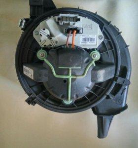 Мотор отопителя салона BMW X1 Е84