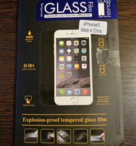 Защитное стекло на iPhone 5.