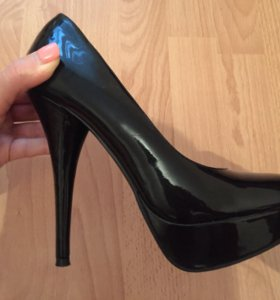 Лаковые туфли