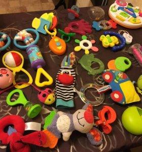 Игрушки малышам до года