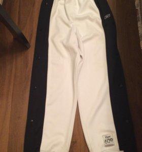 Спортивные штаны на кнопках Rbk