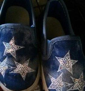 Продам детскую обувь и одежду на девочку до 2 лет