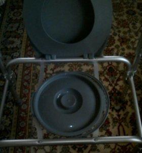 Кресло-стул с санитарным оснащением.
