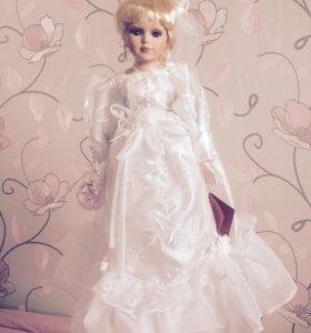 Кукла-невеста фарфоровая