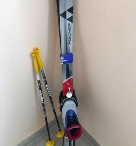 Лыжи пластиковые и ботинки Fischer.