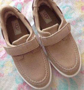 Детские туфли фирма UGG натуральная кожа
