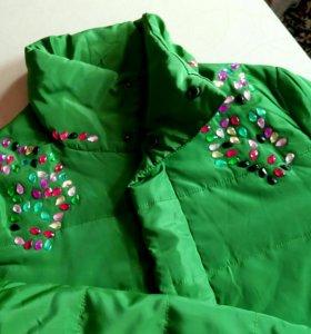 Новая куртка со стразами р.46