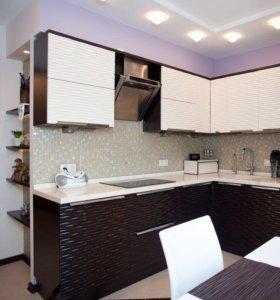 Угловая кухня в черно-белых