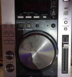 CD-проигрыватель Pioneer CDJ-200