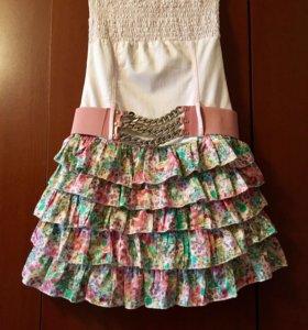 Платье- сарафан без бретелек.