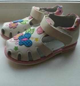 Новые сандалии
