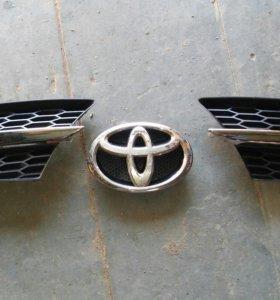 Накладки на бампер, эмблема RAV 4