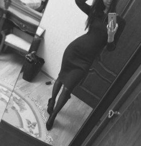 Чёрное обтягивающее платье