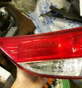 задний правый фонарь в крышку багажника Elantra