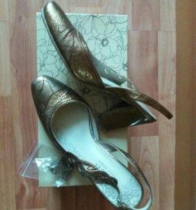 Туфли босоножки Chester