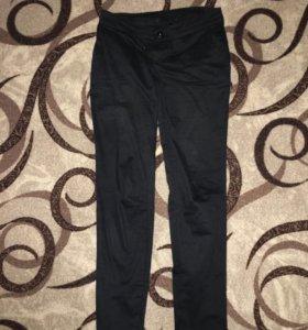 Чёрные классические брюки по фигуре 42-44 размера