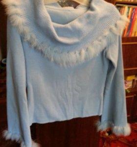 Свитер шерстяной голубой с мехом 48 р