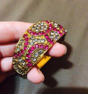 Красивый браслет с камнями позолоченный