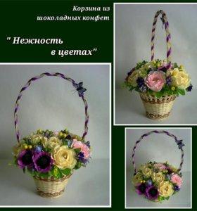 """Корзина из конфет """"Нежность в цветах"""""""