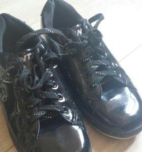 Лаковые кроссовки