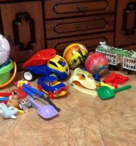 Детские игрушки и горшок
