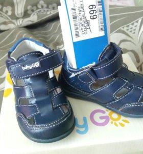 Новые сандалии 13,5 см
