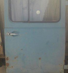 Дверь салона и капот на уаз буханку.