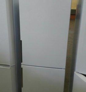 Витринный холодильник Hotpoint-Ariston HF 4180 W
