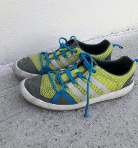 Кроссовки Adidas Traxion