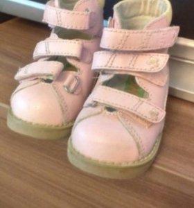 Продам ортопедические ботинки