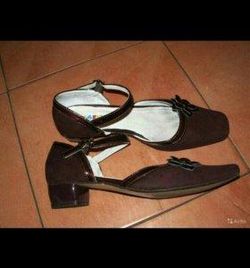 Детские туфли бордового цвета 35 размер
