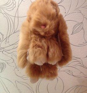 Кролик-брелок из меха