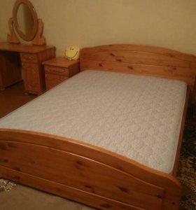 Кровать из девева. Спальный гарнитур
