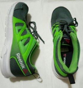 Новые кроссовки Reebok, 43