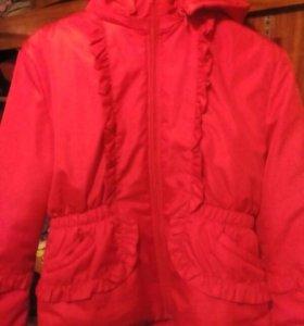 Яркая куртка для девочки 38 размер